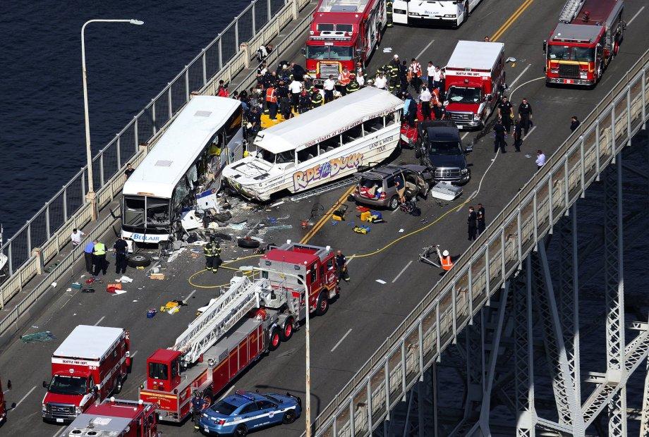 aptopix-seattle-tour-bus-crash-cc1cc3a70ff793eb